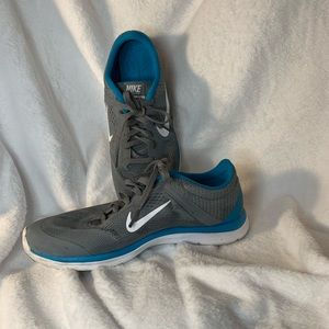 Women's Nike athletic shoes size 7